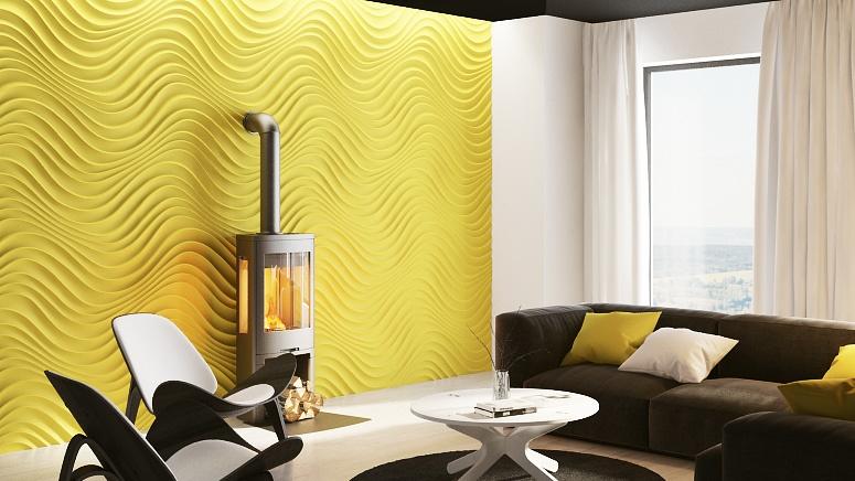 Żółty panel Curled w salonie na ścianie, na której znajduje się również kominek.